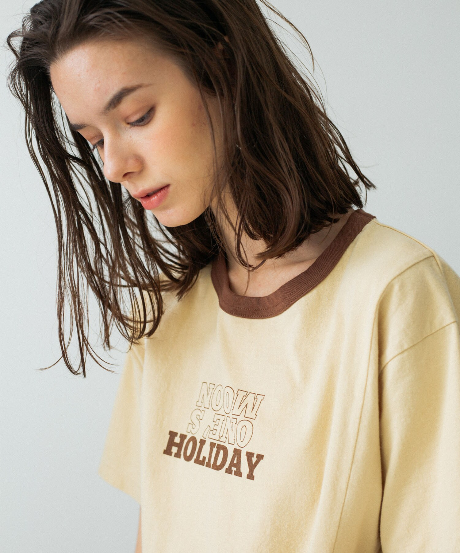 HOLIDAY TEE